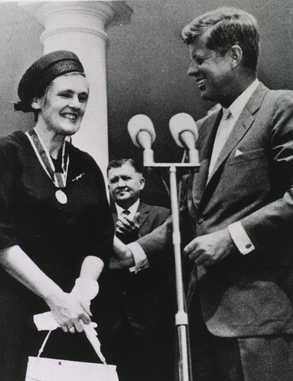 FDA medical officer Frances Kelsey receives the President's Distinguished Federal Civilian Service Award from President John F. Kennedy at a White House ceremony in 1962